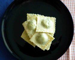 Plněné těstoviny RAVIOLI se špenátem a ricottou