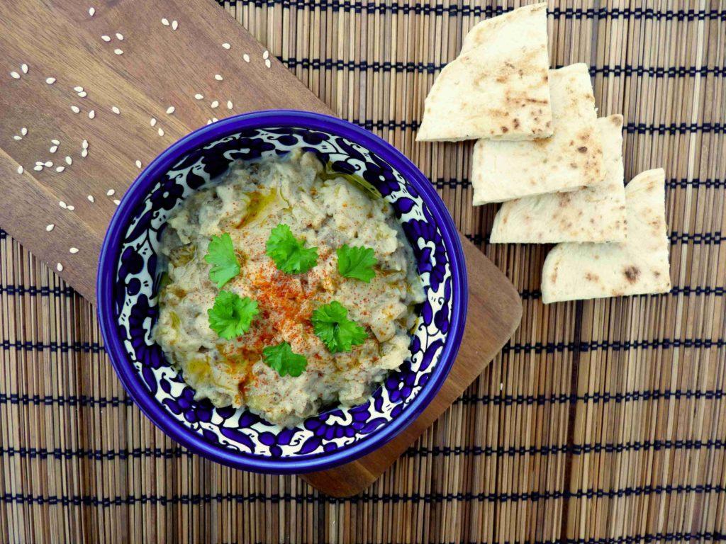 Baba ghanoush - dip z pečeného lilku a tahini - Ochutnejte svět