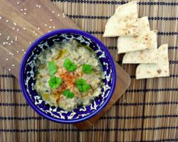 BABA GANOUSH: dip z pečeného lilku a tahini