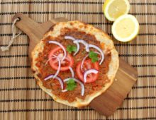 LAHMACUN: Turecká pizza s mletým masem