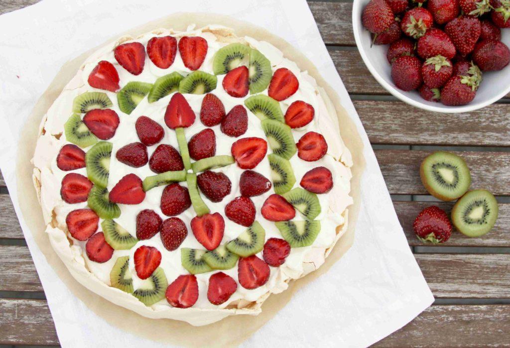 Australský sněhový dort Pavlova s ovocem - Ochutnejte svět