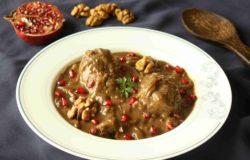 Perské kuře s ořechy a granátovým jablkem FESENJOON