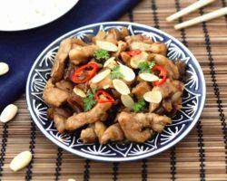 Čínské kuře s mandlemi a sojovou omáčkou