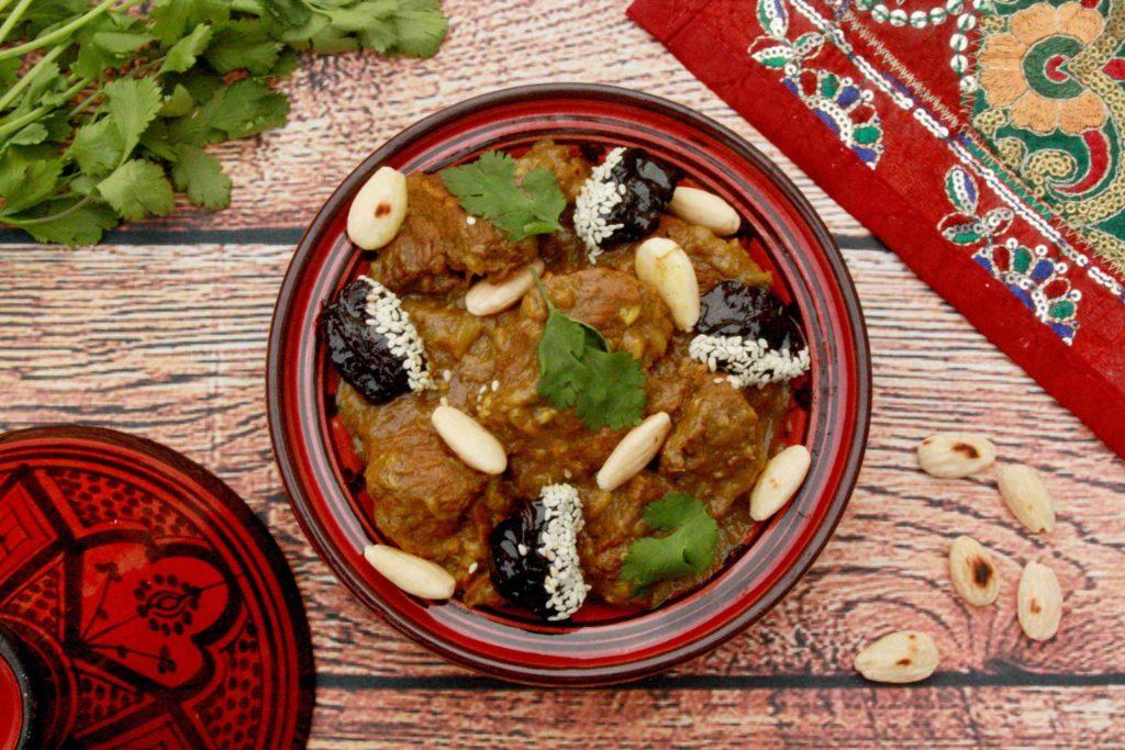 Marocký tažín z hovězího masa se sušenými švestkami a mandlemi - Ochutnejte svět