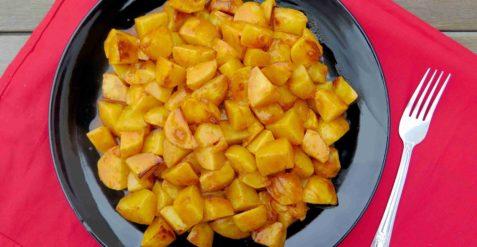 PATATAS BRAVAS: španělské brambory s pikantní omáčkou