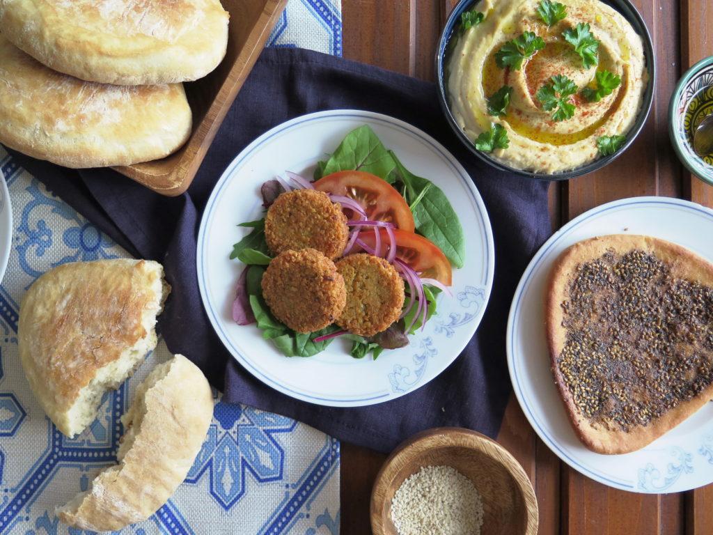 Mezze - humus, falafel, pita, manakiš - Ochutnejte svět