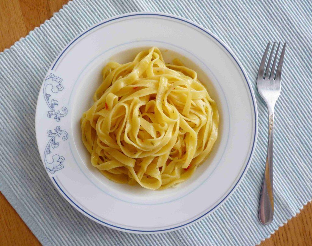 Tagliatelle aglio olio peperoncino - Ochutnejte svět