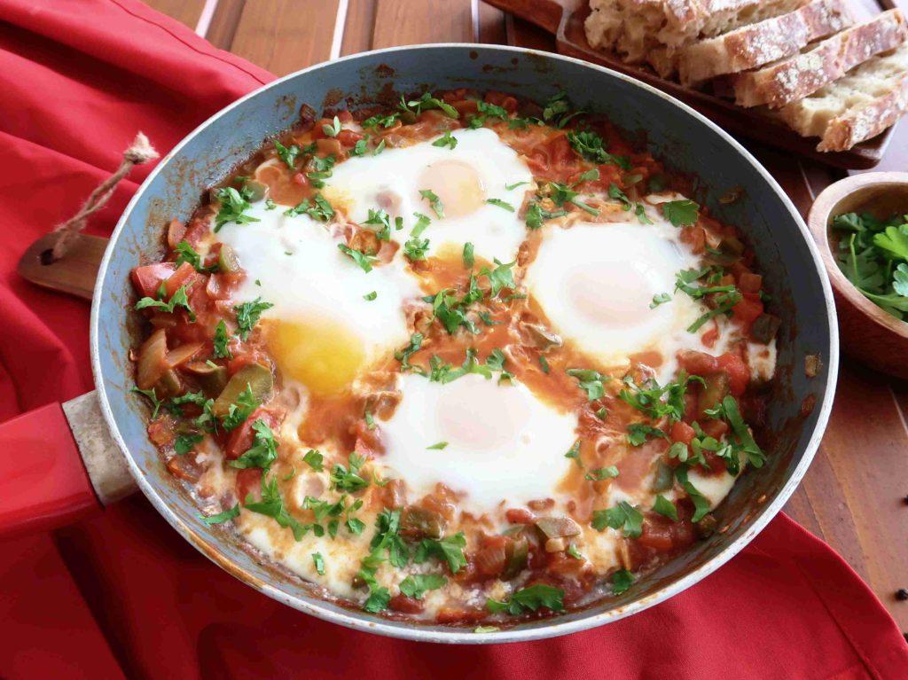 Šakšuka - arabská vejce se zeleninou - Ochutnejte svět