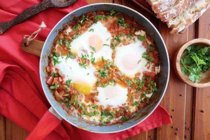 Arabská ŠAKŠUKA: Luxusní vejce se zeleninou