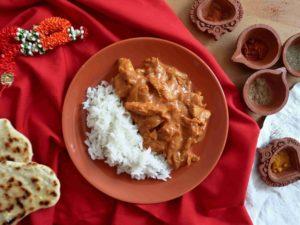 TIKKA MASALA: Indické kuřecí maso v rajčatové omáčce