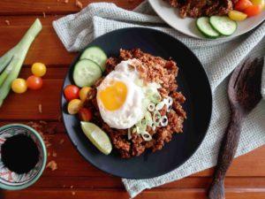 NASI GORENG: Indonéská smažená rýže s kuřecím masem