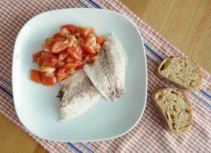 Pečená mořská ryba v solné krustě