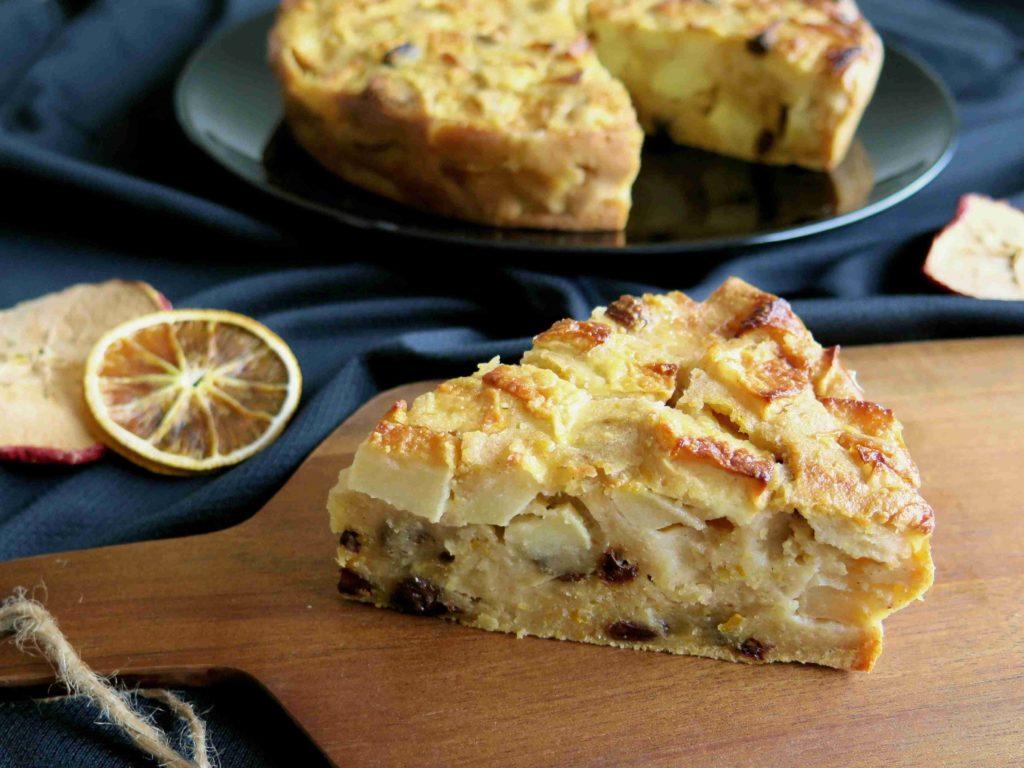 Bustrengo - polentový koláč s jablky, fíky a rozinkami - Ochutnejte svět