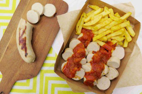CURRYWURST: Německá grilovaná klobása s kari kečupem