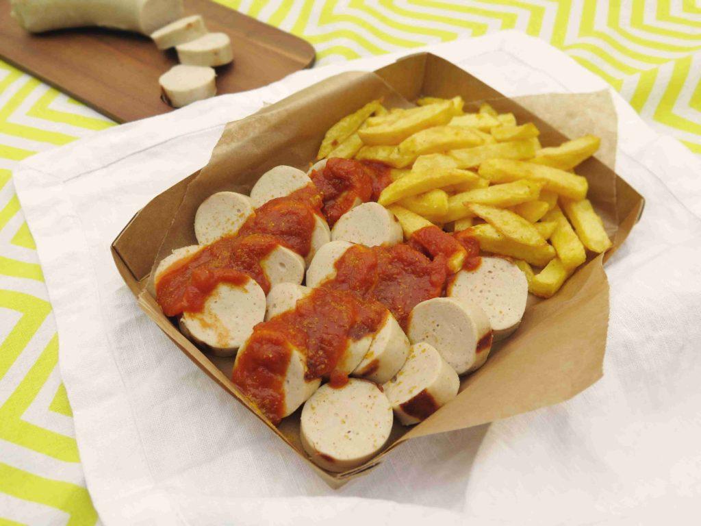 Německý currywurst - bílá klobása s kari kečupem - Ochutnejte svět
