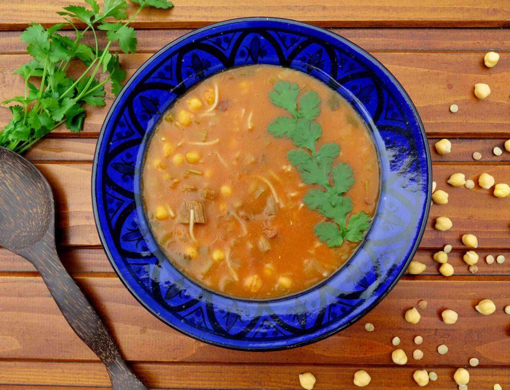 Marocká polévka harira s cizrnou a čočkou - Ochutnejte svět