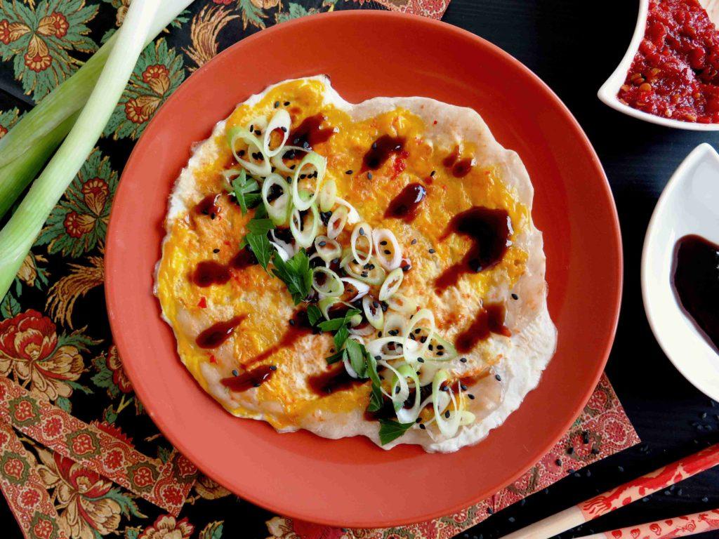 Jianbing - čínské palačinky s jarní cibulkou a hoi sin - Ochutnejte svět