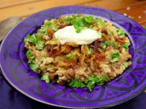 MUJADDARA: Levantská čočka s rýží a smaženou cibulkou