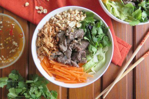Bún bò Nam Bộ: vietnamský salát s hovězím masem