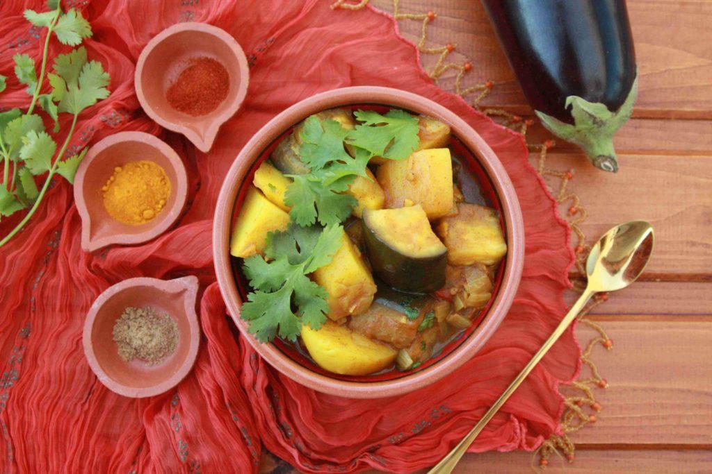 Indické brambory s lilkem (vegetariánské kari) - Ochutnejte svět