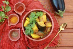 ALOO BAINGAN: Indické brambory s lilkem