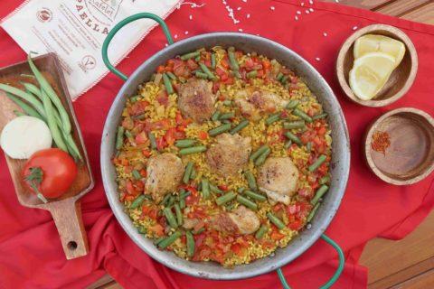 Španělská PAELLA: šafránová rýže s kuřecím masem