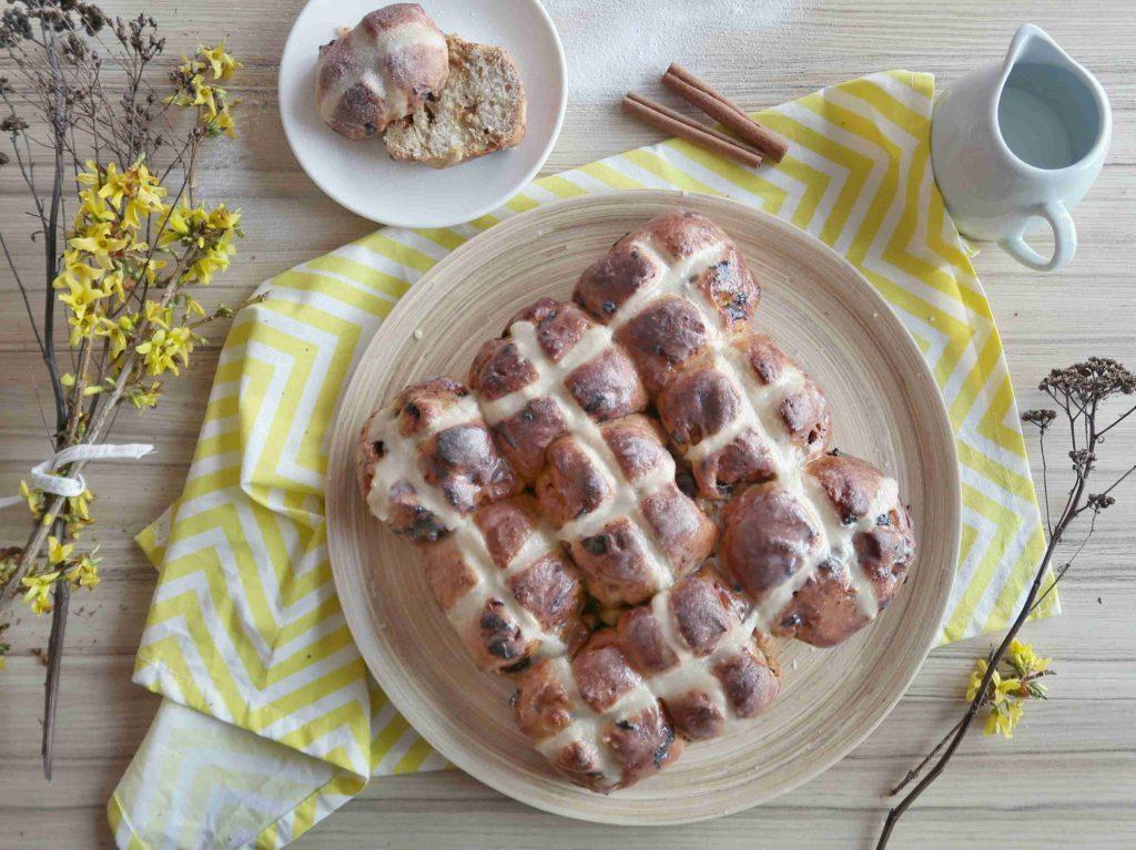 Hot cross buns - britské velikonoční bochánky - Ochutnejte svět