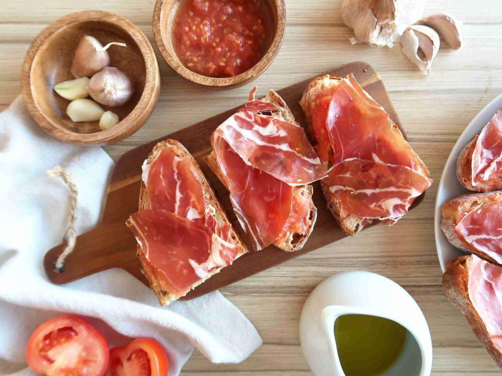 Pan con tomate y jamón - Ochutnejte svět