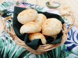 PÃO DE QUEIJO: Brazilské sýrové bochánky