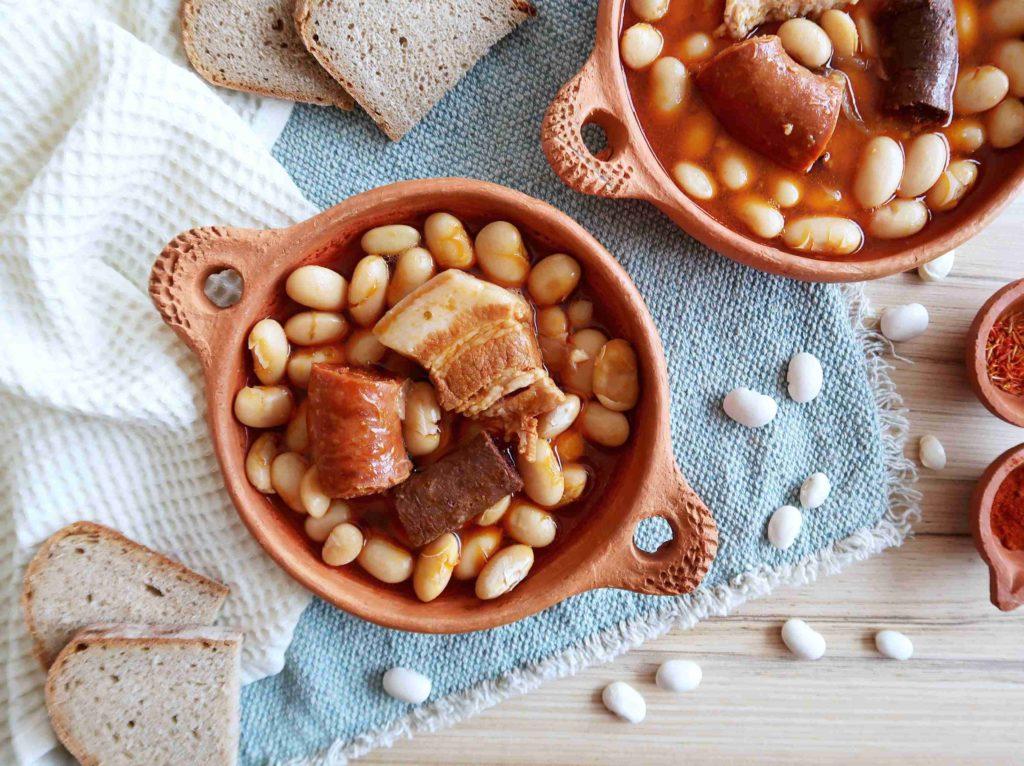 Fabada asturiana - španělské bílé fazole s uzeninou - Ochutnejte svět