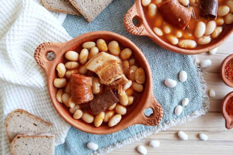 FABADA ASTURIANA: Španělské bílé fazole s uzeninou
